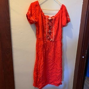Lovely Old Navy dress w embroidery on torso & arms